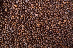 palone ziarna kawy - inspiracja dla Ciemnych Jesieni